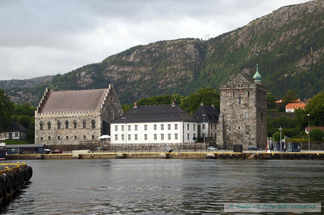 Blick von unserem Hotel auf das Schloss ...