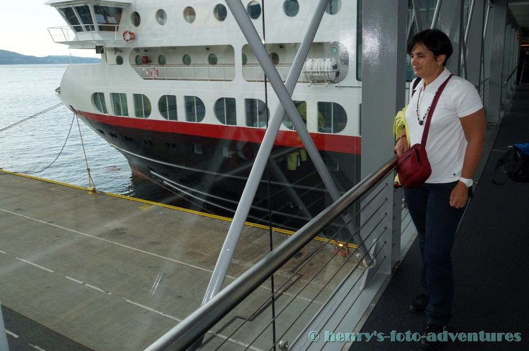 über einen Gangway gelangen wir aufs Schiff