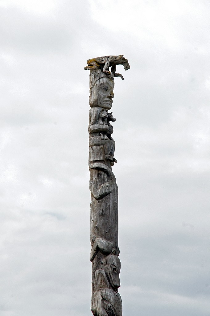Kopf eines alten Totem Pfahles