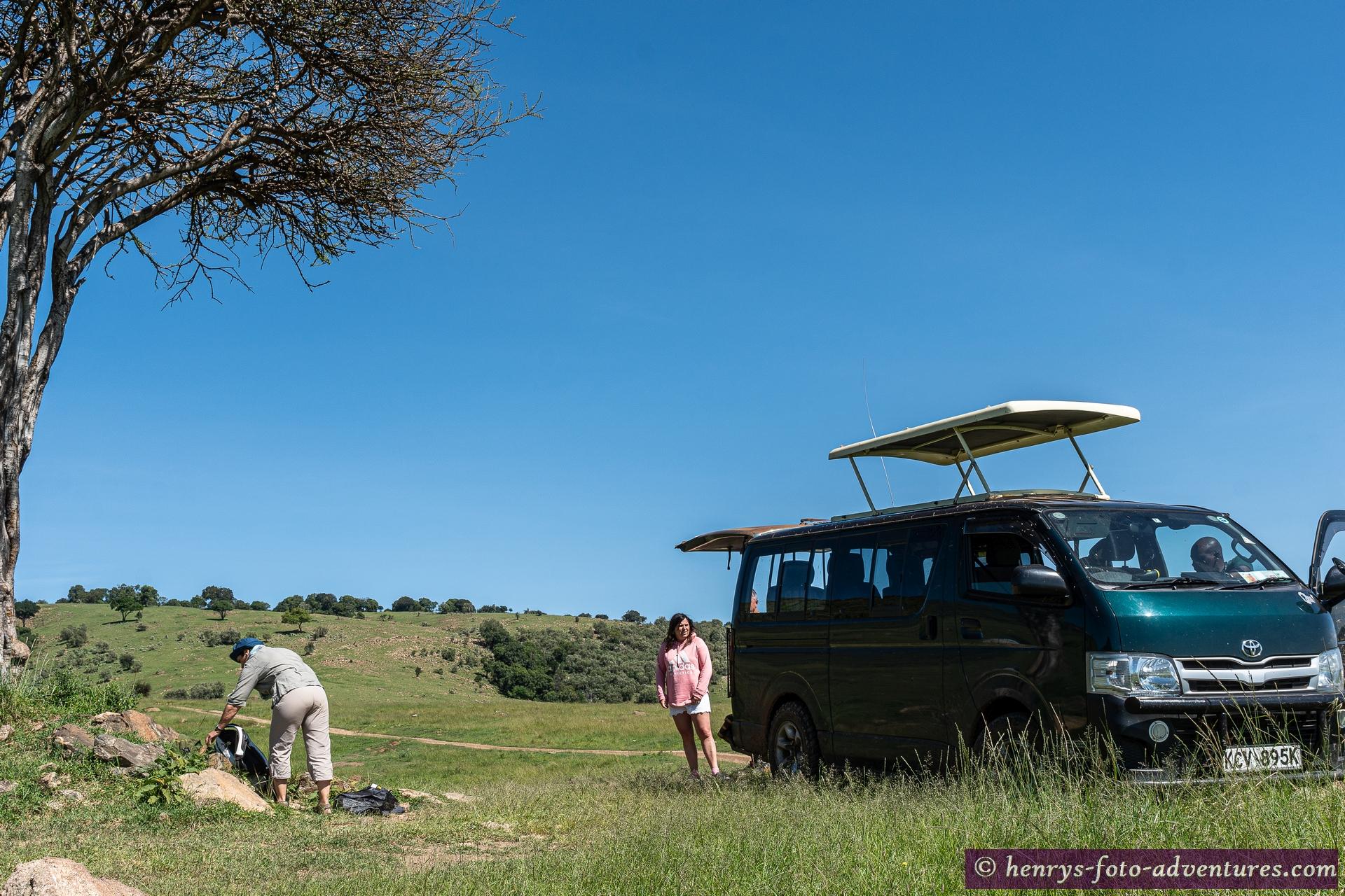 auf einem ruhigen Hügel machen wir unser Breakfast Picknick