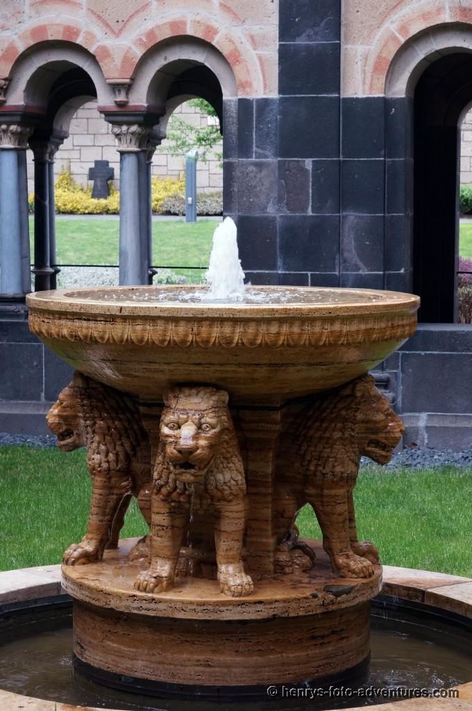 alter Taufbrunnen