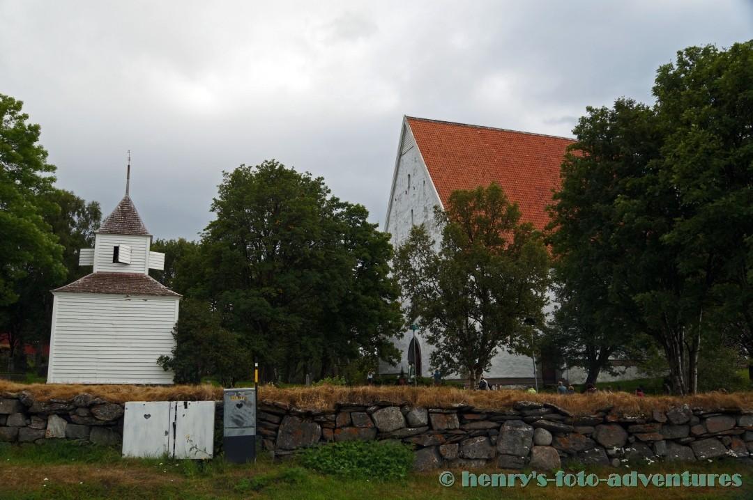 die Steinkirche aus dem 15. Jh.