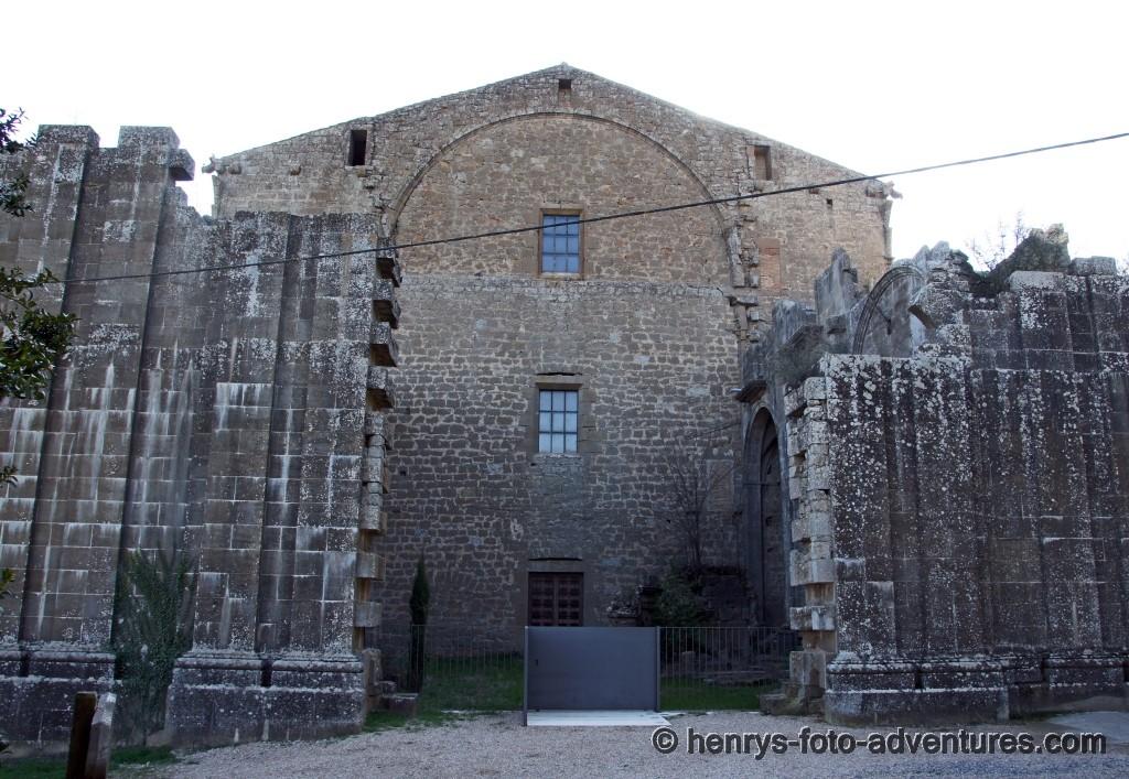 die Kirche wurde einmal in ihrer Länge gekürzt
