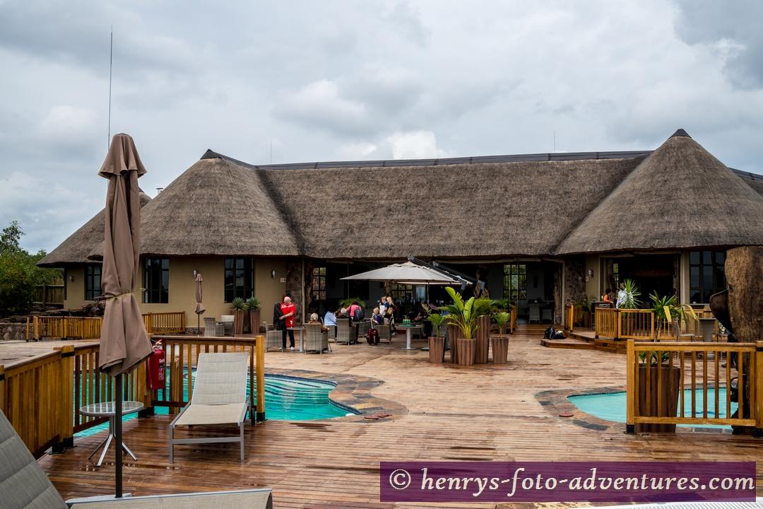 Restaurant, Bar und Poolbereich