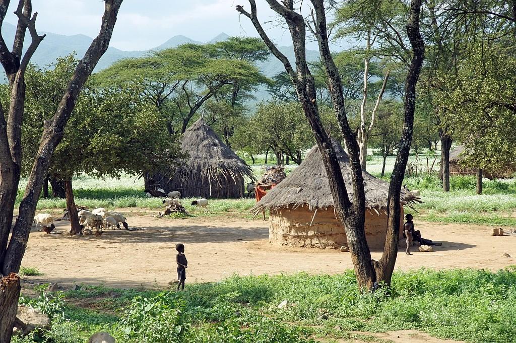 im Dorf der Tsemay angelangt