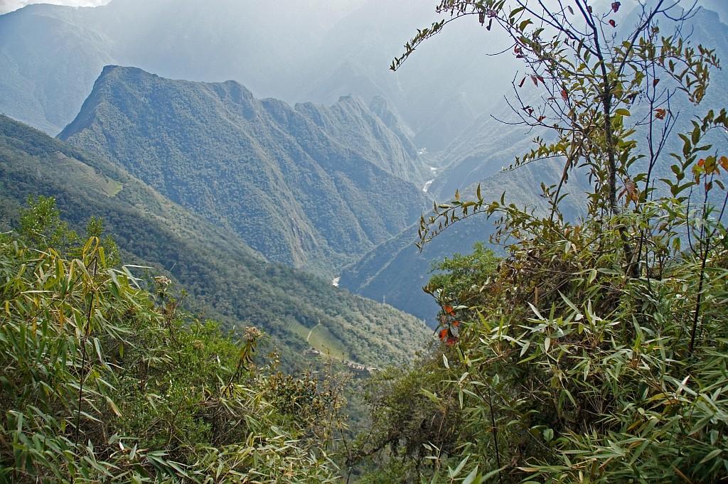 hier ist er wieder, der Urumbamba, tief unten im Heikigen Tal