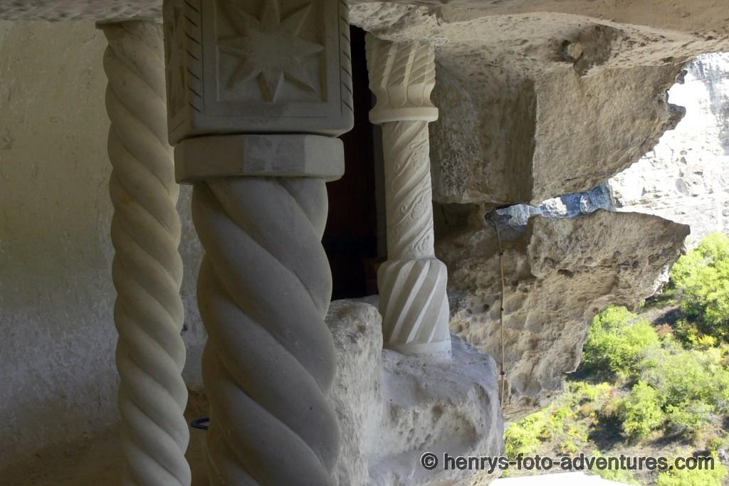 sind die Säulen hier Stütze oder nur Zierde ?