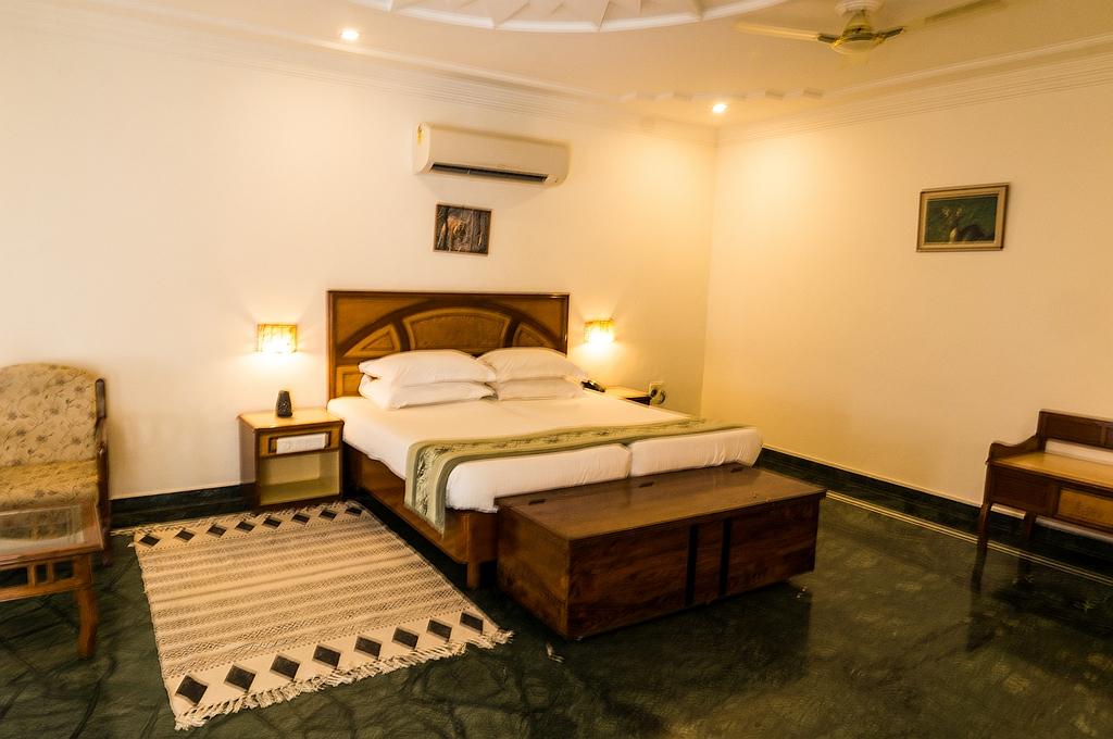 "Ranthambore, ""Hotel Ranthambore Regency"", riesige Zimmer, schöner Pool"