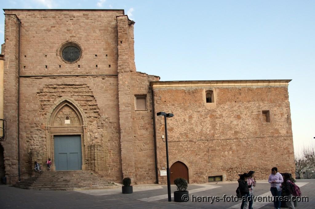 Platz vor der Kirche