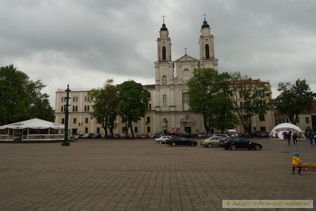 Rathausplatz mit Kirche
