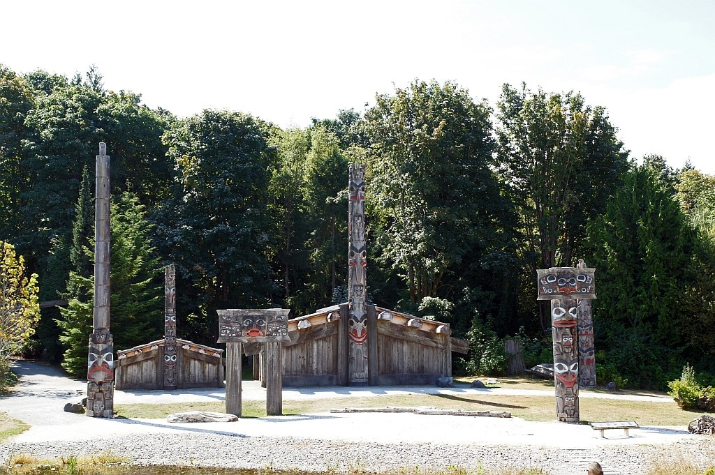 Antropologisches Museum, typische Langhäuser der First Nation