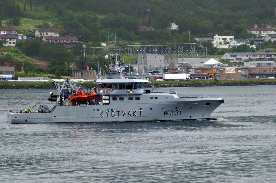 ein Küstenschutzboot empfängt uns in Trmsö
