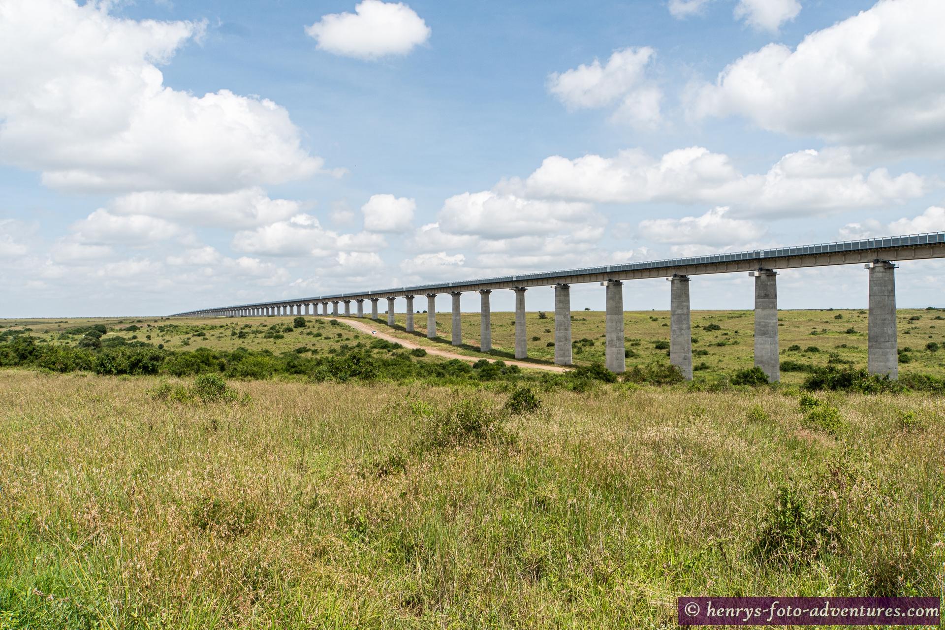 die von den Chinesen erbaute Eisenbahnstrecke nach Uganda