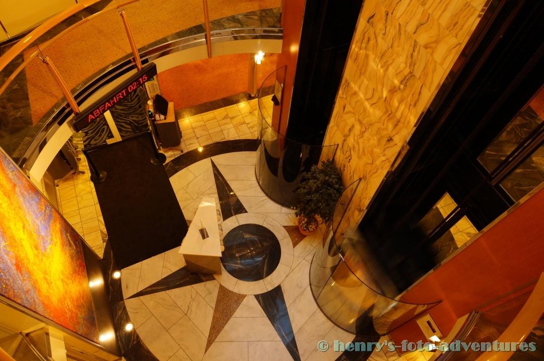 die Aufzüge von oben