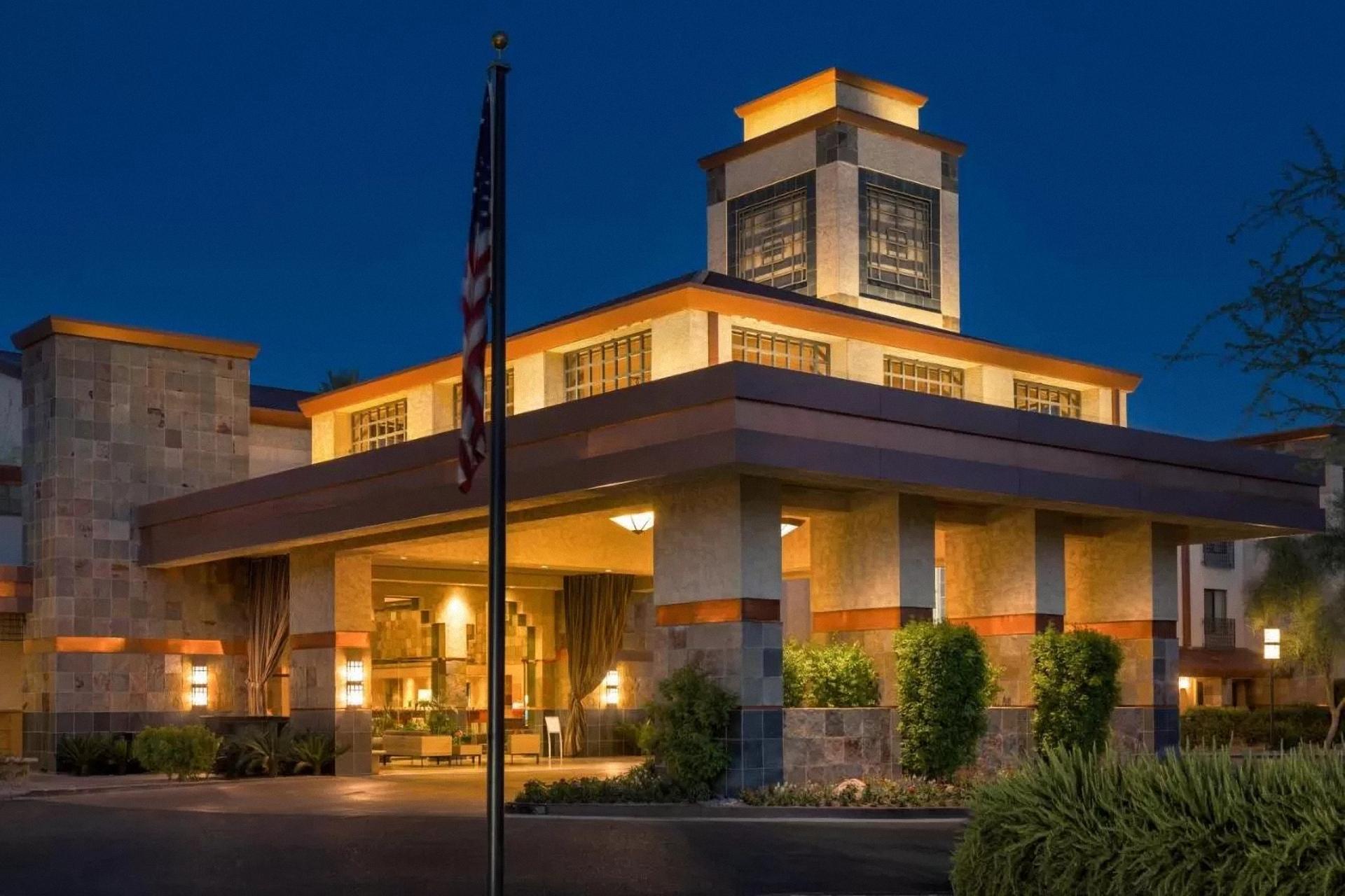 Scottsdale (Phoenix) - Embassy Suites***+ - 1N