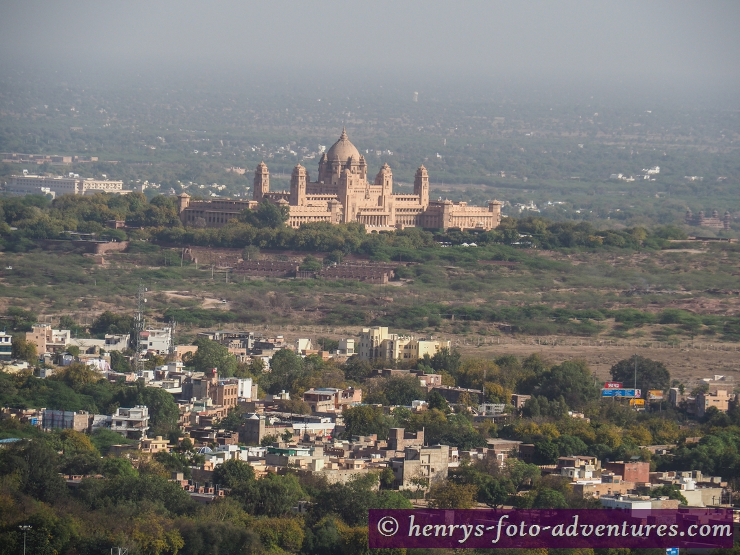 Blick auf den neuen Palast des Maharajas