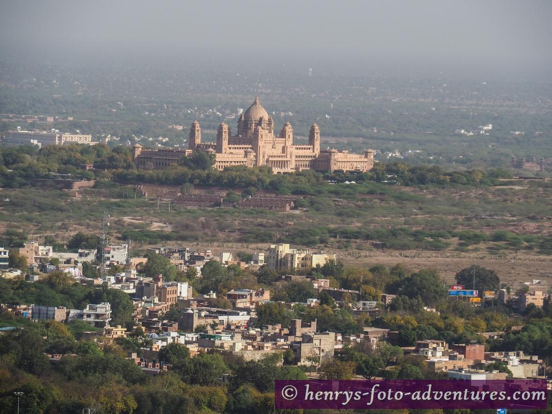 Blick auf den neuen Palast des Maharaja