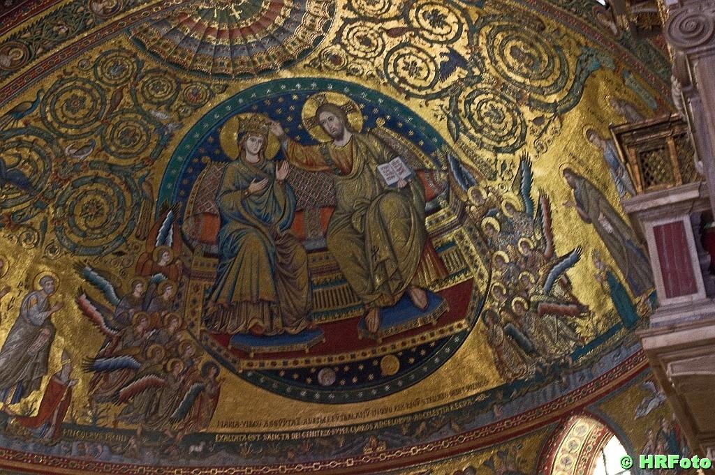 eine  sehr schöne Mosaik-Apsis