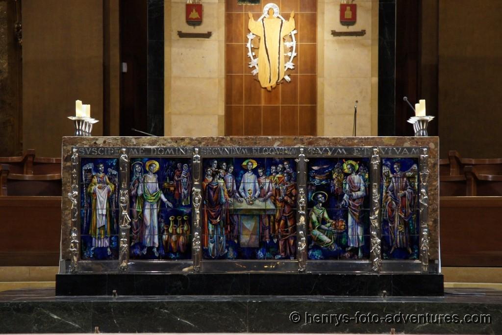 Altar mit einem wunderschönen Fließen-Bild