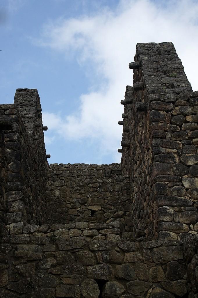 die Auflagezapfen für das Dach sind in den Steinen mitgearbeitet