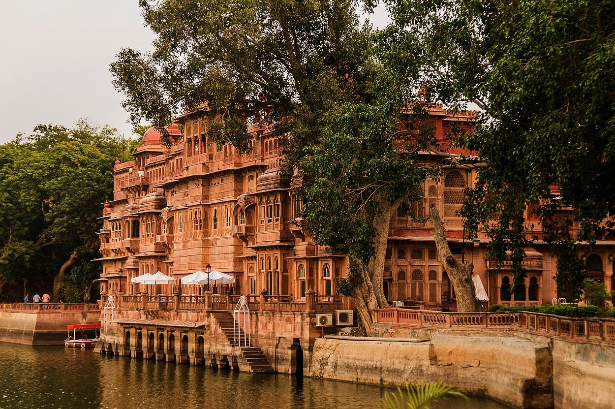 """Bikaner, """"Hotel Gajner Palace"""", wie der Name schon sagt - ein Palast"""