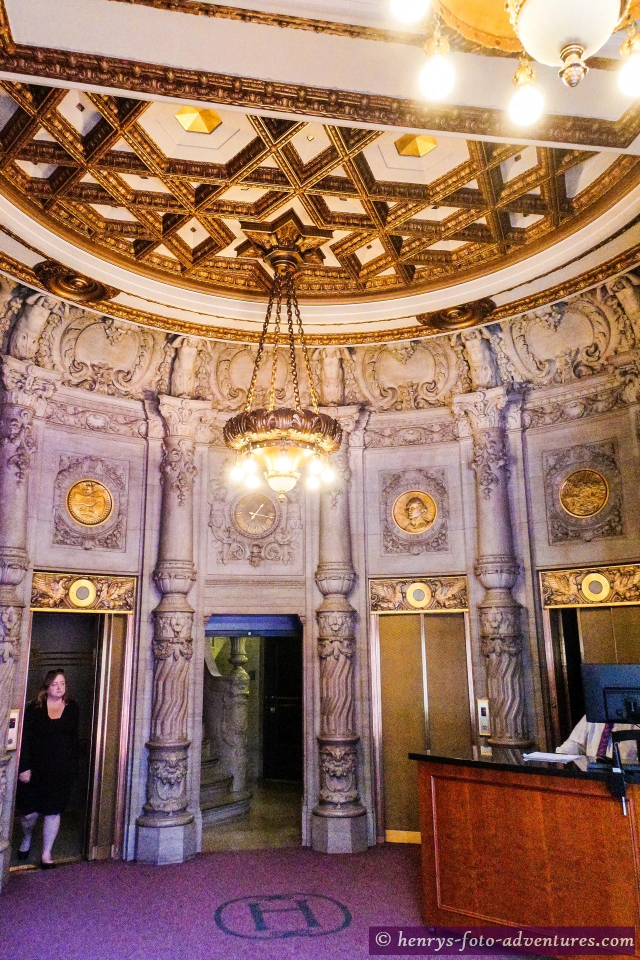 ein eindrucksvolles Foyer