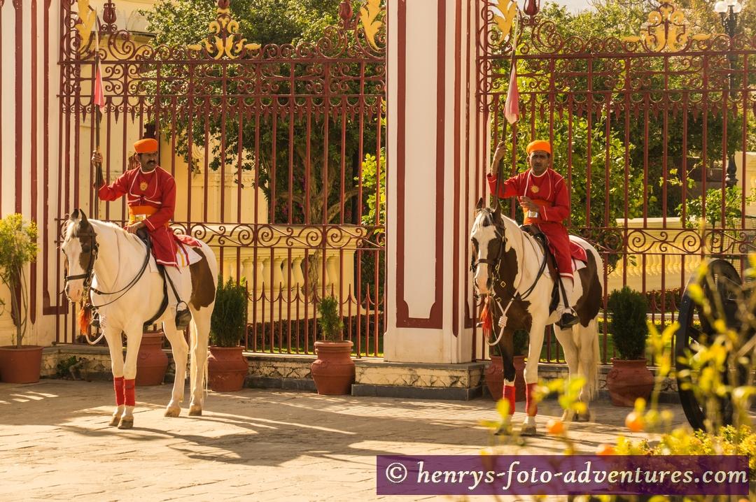 Palastwache vor dem Hotel