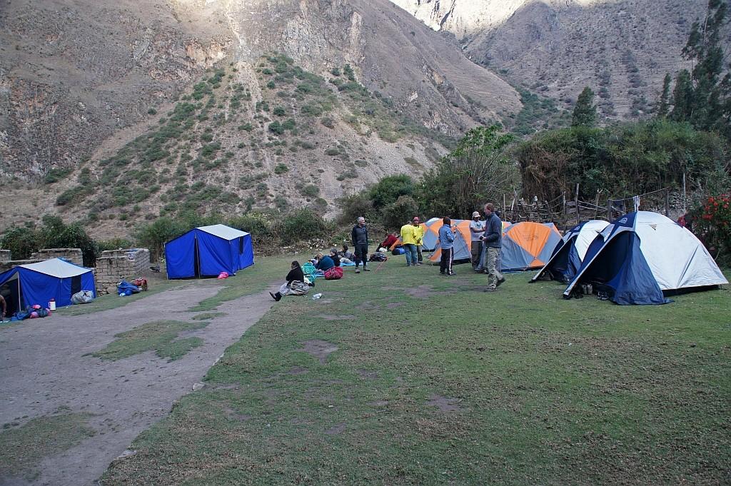 unser erstes Camp, HUAYLLABAMBA auf 2.912m