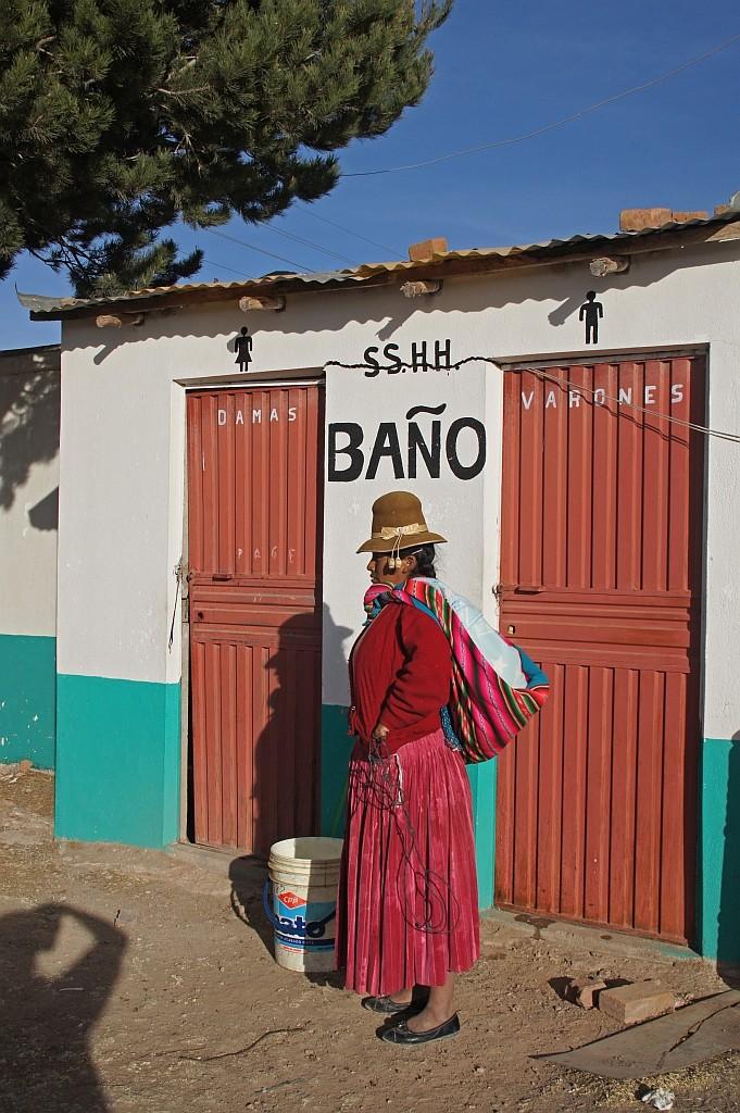 pause bei einer peruanischen Klofrau