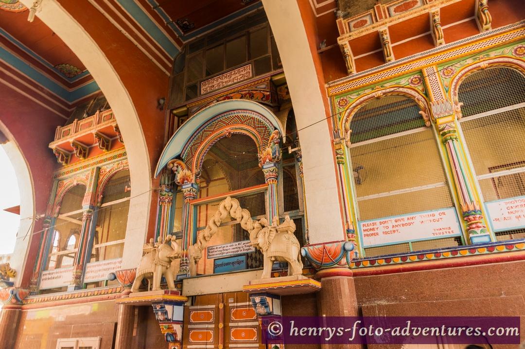 Hindu-Tempel in dem Städtchen Parlodi