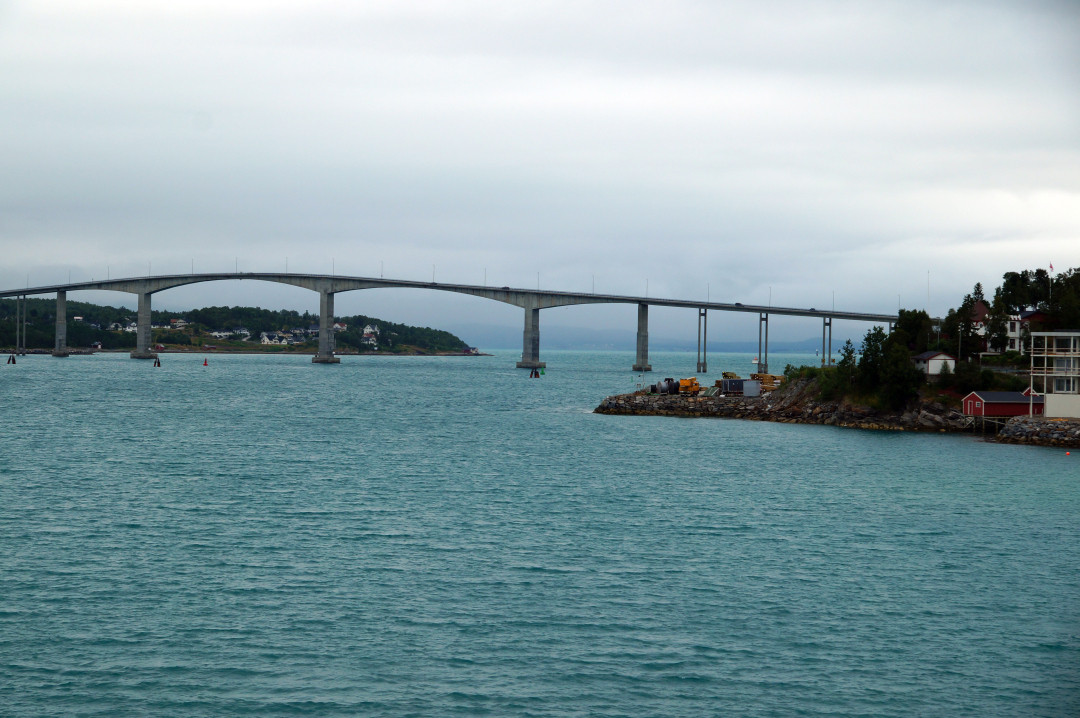 die Gisundbrücke verbindet die Insel Senja mit dem Festland
