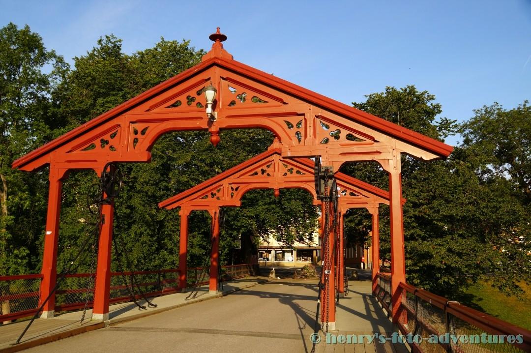 Holzbrücke über den Nidelv