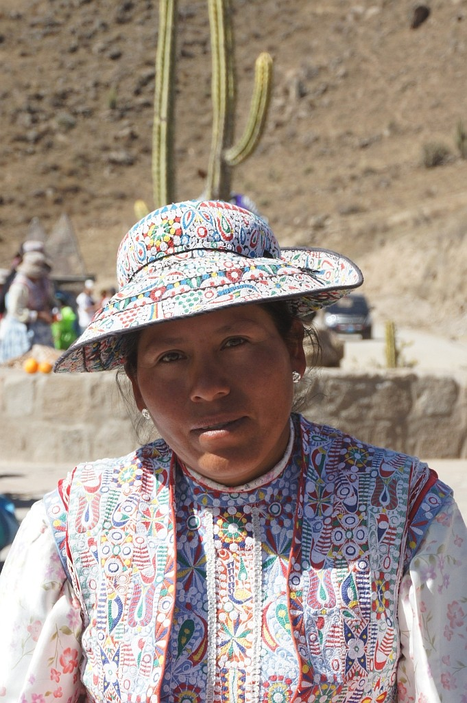 Frau in bunter Trach, Colca Canyon, Peru 2010