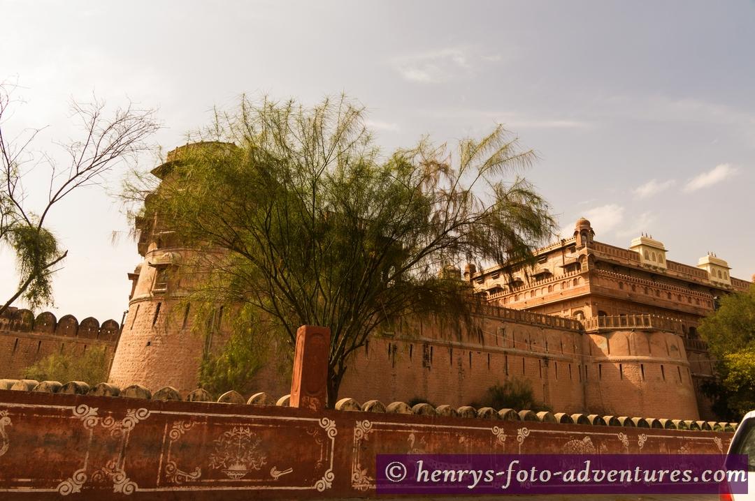 es stammt aus dem 15. Jh. und wurde von den Maharajas ständig erweitert