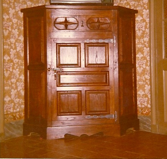 création d' un meuble d' angle Renaissance Espagnole en Chêne et Châtaignier