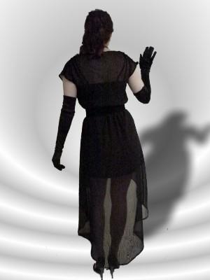 Sehr schmeichelnd: der nach hinten verlängerte Saum - Kleid von Vero Moda, UVP 24,90 € - bei uns nur 17 € + Versandkosten nur 3,90 € - einmalig pro Bestellung!