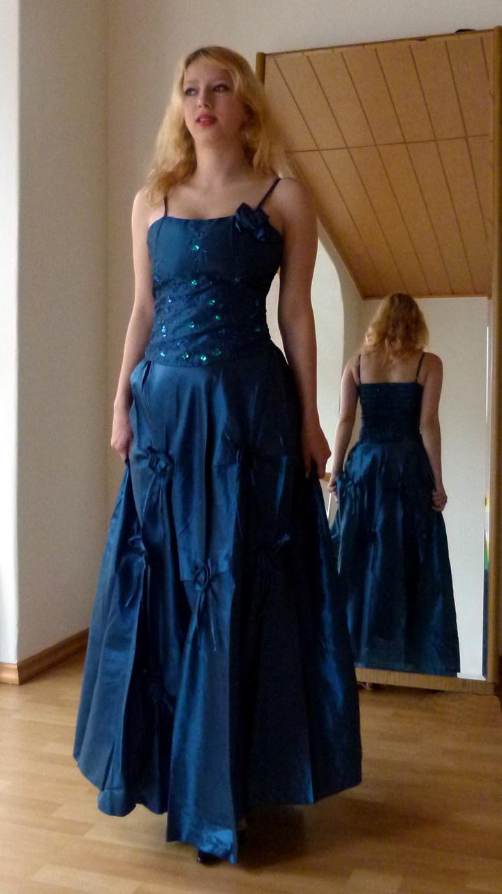 Abendkleid aus Corsage und langem weiten Rock