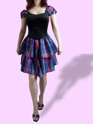 Extravagantes Partykleid: Oberteil aus Pannesamt, Rock und Ärmel aus Taft - 2ndhand, wie neu - durch Stretch passend von Gr.S-M, nur 14 € + Versandkosten nur 3,90 € - einmalig pro Bestellung!