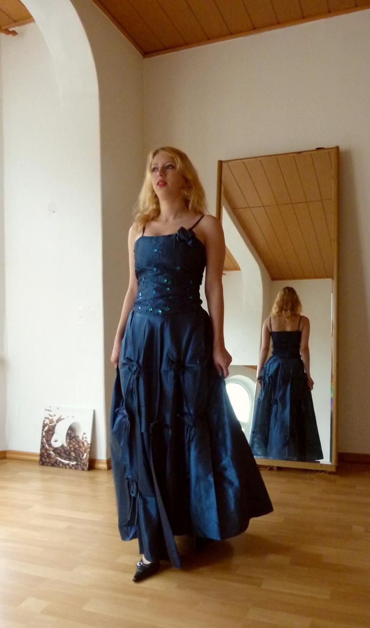 Zweiteiliges Ballkleid in wunderschönem tiefem Blau - neu mit Herstelleretikett - nur 36,50 € inkl. Versandkosten