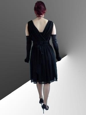 Elegantes Kleid mit tiefem V-Ausschnitt vorne und am Rücken in schwarz von More&More - UVP:79,95 € - bei uns nur 38 € inkl. Versandkosten!