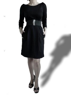 """Kleid """"Anca"""" von VILA:  zeitlos klassisch, edel und puristisch unterstreicht es durch den taillierten Schnitt und den breiten Stretchgürtel Ihre weibliche Silhouette.UVP: 39,95 € - bei uns nur 25 € inkl. Versandkosten!"""