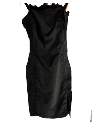 Schwarzes Kleid aus leicht glänzendem Stoff von More & More, Federbesatz am Ausschnitt, 2ndhand, Gr. 36 - nur 16 € + Versandkosten nur 3,90 € - einmalig pro Bestellung!