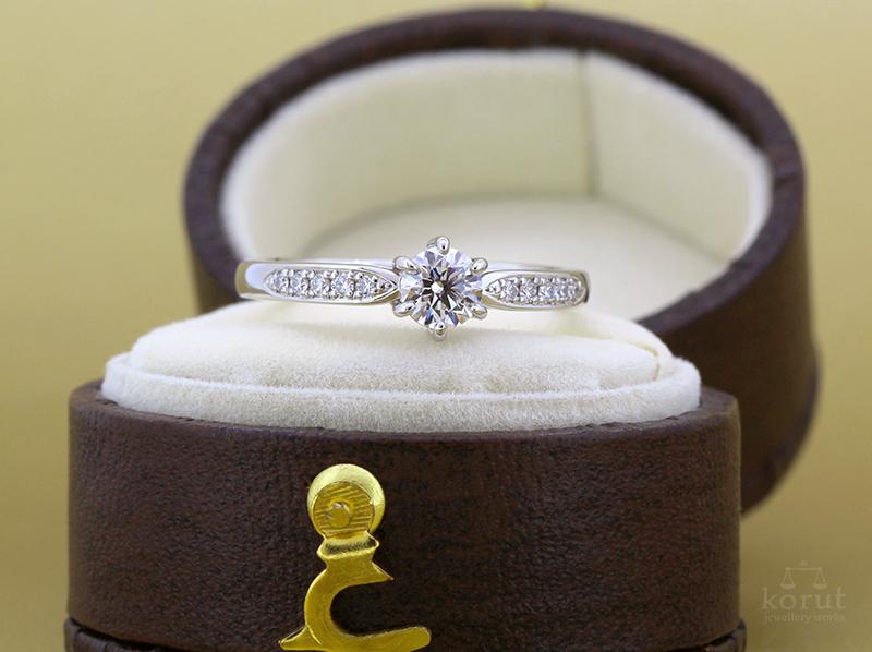 プラチナのエンゲージリング(婚約指輪)