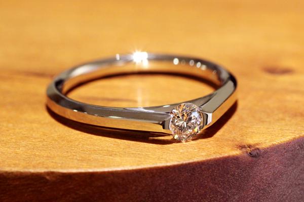 フルオーダーエンゲージリング(婚約指輪)、プラチナ900・ダイヤモンド、上面からの見た目