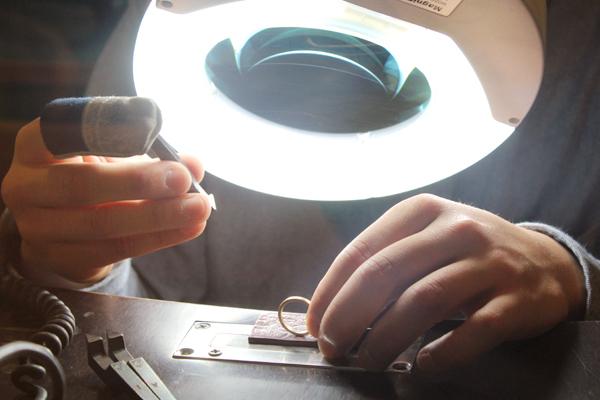 マリッジリング(結婚指輪)の打刻体験