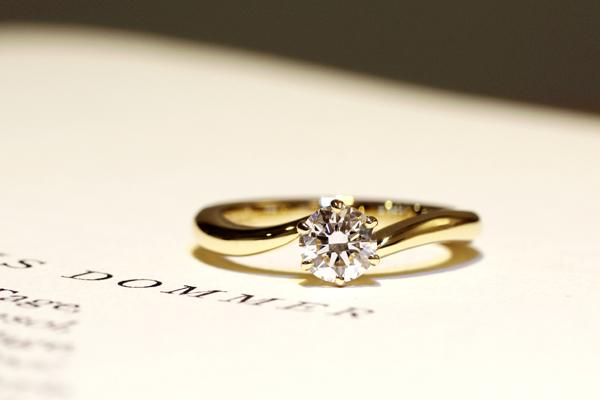 フルオーダーエンゲージリング(婚約指輪)完成写真、18金イエローゴールド・ダイヤモンド・光沢仕上げ