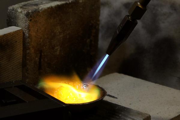 リフォームリング制作工程・18金イエローゴールドブレスレットの溶解1