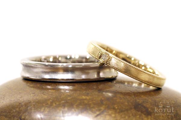 フルオーダーマリッジリング(結婚指輪)・男性用18金ホワイトゴールド、逆甲丸、つや消し加工・女性用18金イエローゴールド、ミルグレイン、ホワイトダイヤ、つや消し加工