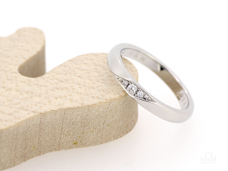 ダイヤモンド入りのマリッジリング(結婚指輪)