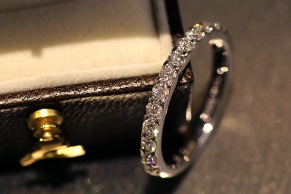 フルオーダーメイドエンゲージリング完成写真2、プラチナ900・ダイヤモンド・ハーフエタニティリング